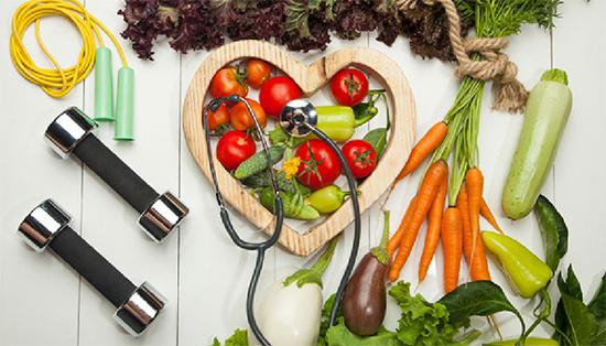 Ăn uống lành mạnh và tập thể dục thường xuyên giúp ngăn chặn nguy cơ tiểu đường Ảnh: Shutterstock.