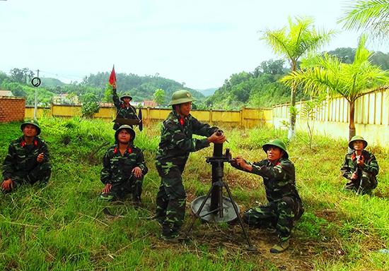 LLVT huyện Tây Giang luôn đảm bảo công tác phòng thủ, sẵn sàng chiến đấu. Ảnh: ALĂNG NGƯỚC