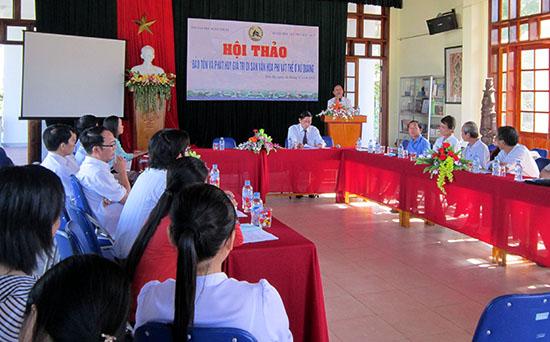 Hội thảo chuyên đề về bảo tồn, phát huy giá trị di sản văn hóa phi vật thể do Chi hội VHDG Quảng Nam chủ trì thực hiện. Ảnh: BẢO ANH