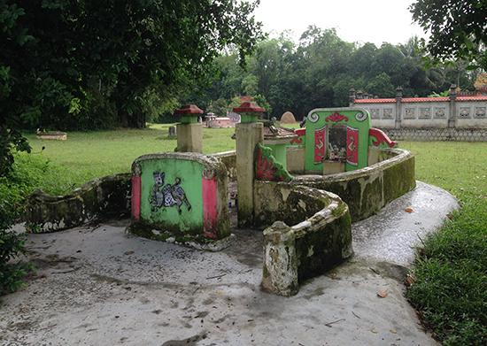 Mộ giày thầy Lánh ở Hương Trà Tây, Hòa Hương, Tam Kỳ. Ảnh: P.BÌNH