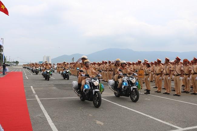 Dàn mô tô tham gia phục vụ công tác đón, dẫn đường các đoàn khách quốc tế cùng các đoàn đại biểu Việt Nam tham dự sự kiện Tuần lễ cấp cao APEC