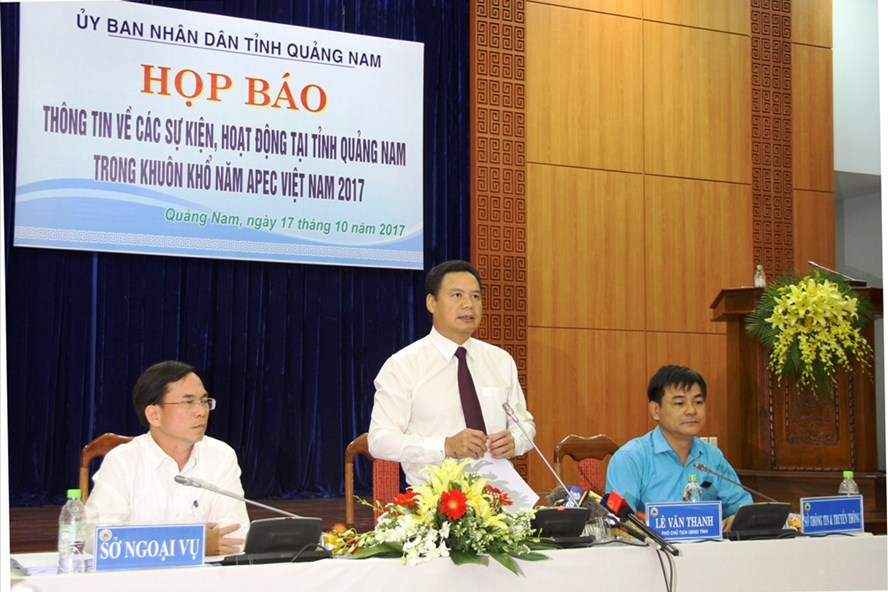 Vice Chairman of the Quang Nam People's Committee Le Van Thanh (middle) at the press conference