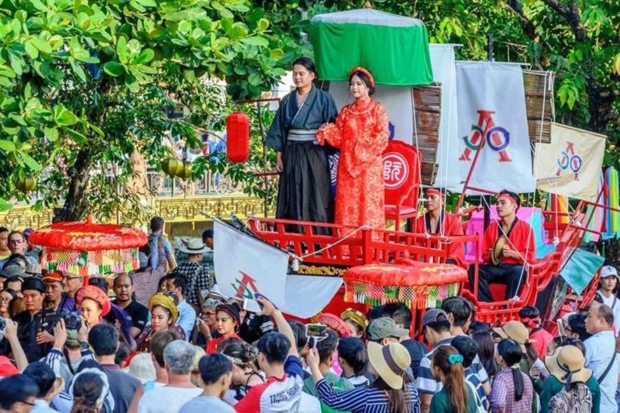 The reappearance of Princess Ngoc Hoa's wedding ceremony occurring in Hoi An city in August 2017