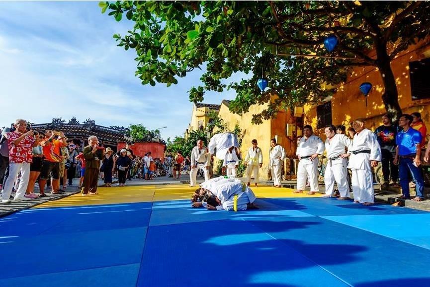 Japanese martial art performances in Hoi An.