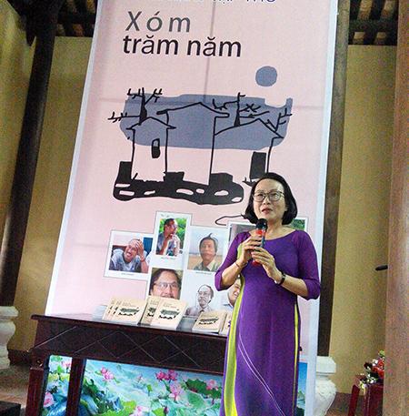 Nhà thơ Nguyễn Thị Phương Dung trong một cuộc tìm về với nhịp sống văn nghệ quê nhà. Ảnh: B.ANH