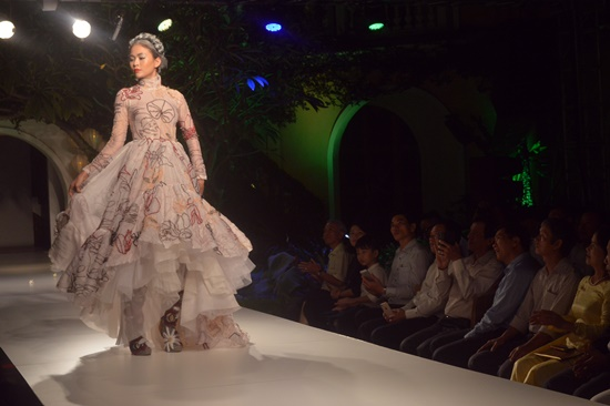 Buổi trình diễn đã quy tụ gần 20 người mẫu nổi tiếng tham gia
