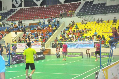 Giải thu hút nhiều tay vợt mạnh của các CLB trên địa bàn tỉnh và ngoài tỉnh. Ảnh: T.Vy