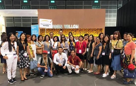 Đoàn doanh nhân do Vietda Travel tổ chức tham dự Hội chợ Hồng Kông