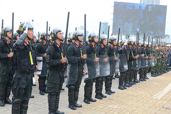Cảnh sát cơ động tinh nhuệ tham gia bảo vệ tuần lễ Cấp cao APEC.