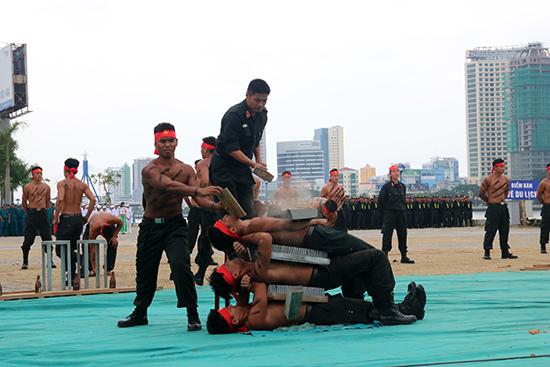 Biểu diễn khí công tại đợt diễn tập.