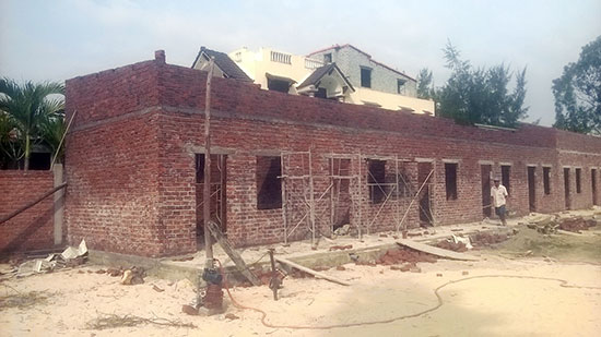 Một dãy phòng trọ ở xã Bình Đào đang xây dựng để cho công nhân thuê. Ảnh: T.H