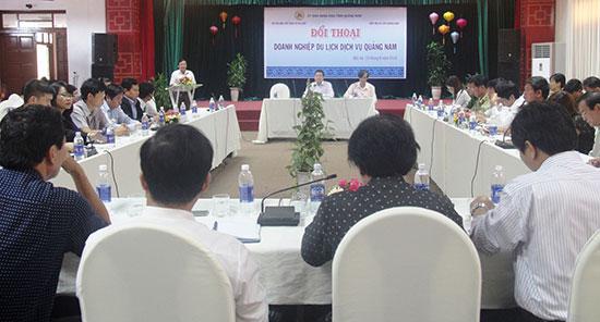 UBND tỉnh tổ chức đối thoại nhằm trao đổi, tháo gỡ khó khăn, vướng mắc trong hoạt động của doanh nghiệp du lịch - dịch vụ. Ảnh: Q.N