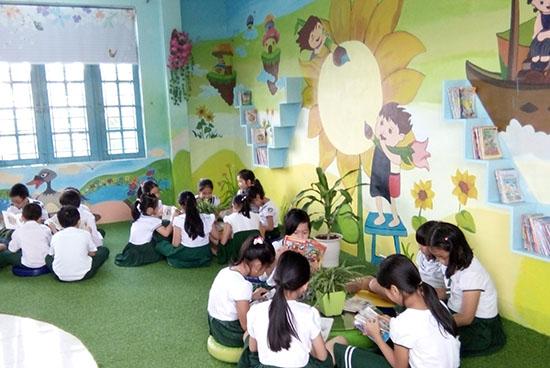Giờ đọc sách ở thư viện của học sinh Trường Tiểu học  Kim Đồng (Tam Kỳ). ảnh: C.NỮ