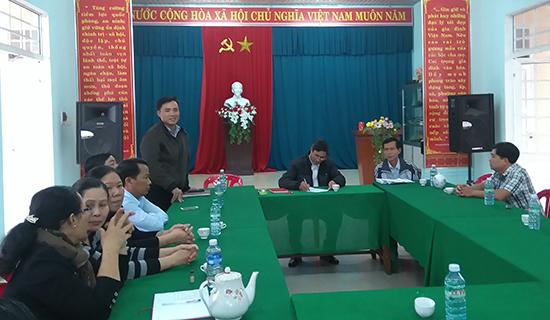 Một buổi sinh hoạt với cán bộ đảng viên đương chức (đảng viên 76) của Chi ủy Chi bộ khối phố 2, Vĩnh Điện. Ảnh: T.S