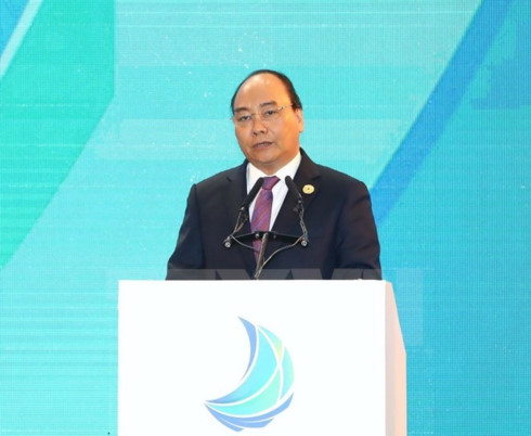 Prime Minister Nguyen Xuan Phuc delivered a speech at the Vietnam Business Summit in central Da Nang city on November 7