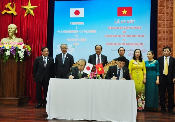 Signing ceremony of agreement on the friendship and cooperation between Quang Nam and Nagasaki provinces
