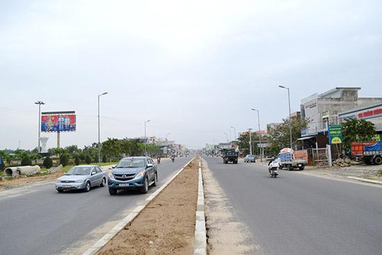 Mở rộng đường trục chính từ QL1 vào trung tâm nội thị Vĩnh Điện sắp hoàn thành. Ảnh: C.T