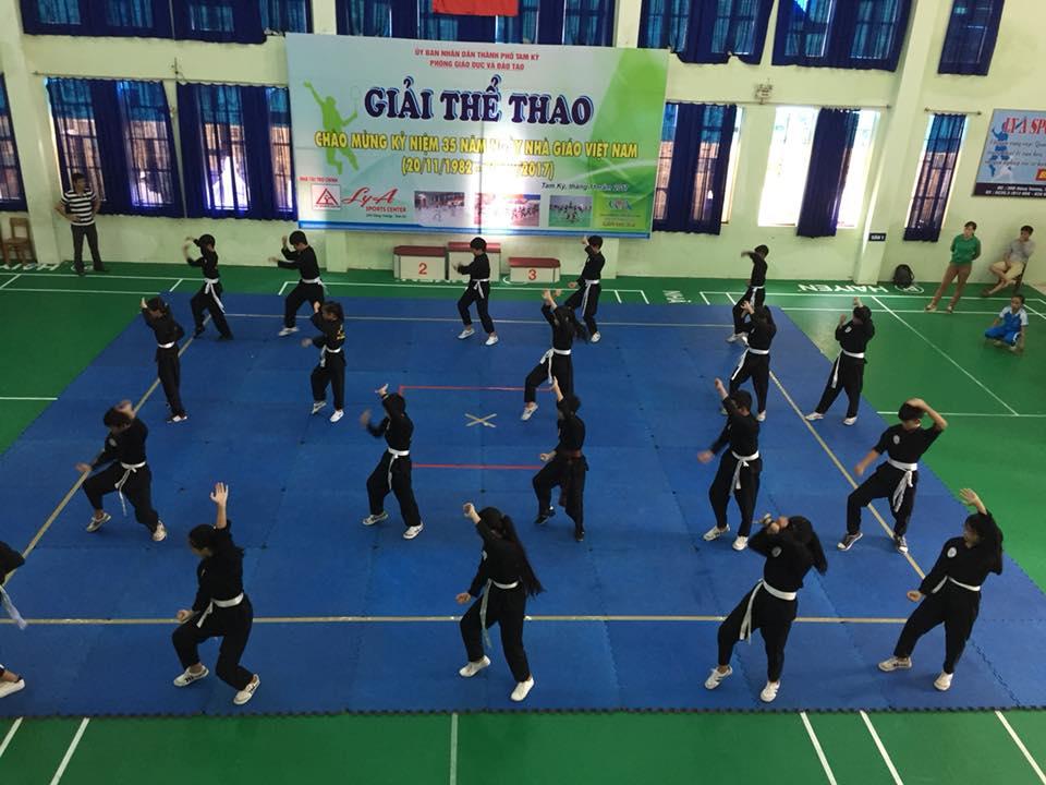 Phòng GD-ĐT Tam Kỳ tổ chức giải thể thao kỷ niệm nhân kỷ niệm 35 năm ngày Nhà giáo Việt Nam năm nay. ảnh: C.N