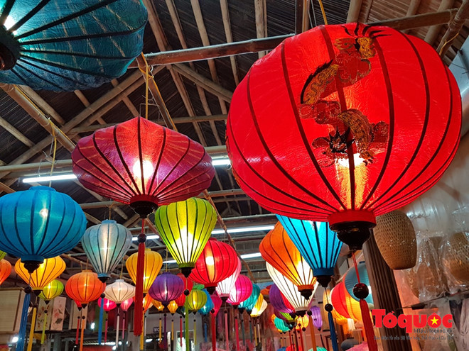 "Hoi An Lanterns attends ""Quang traditional craft village festival 2017"""