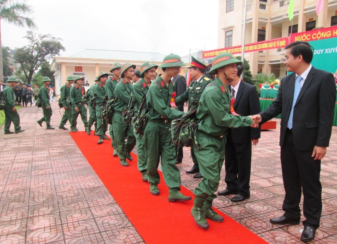 - Ảnh 1: Năm nay, huyện Duy Xuyên hoàn thành 100% chỉ tiêu giao quân.Ảnh: HOÀI NHI