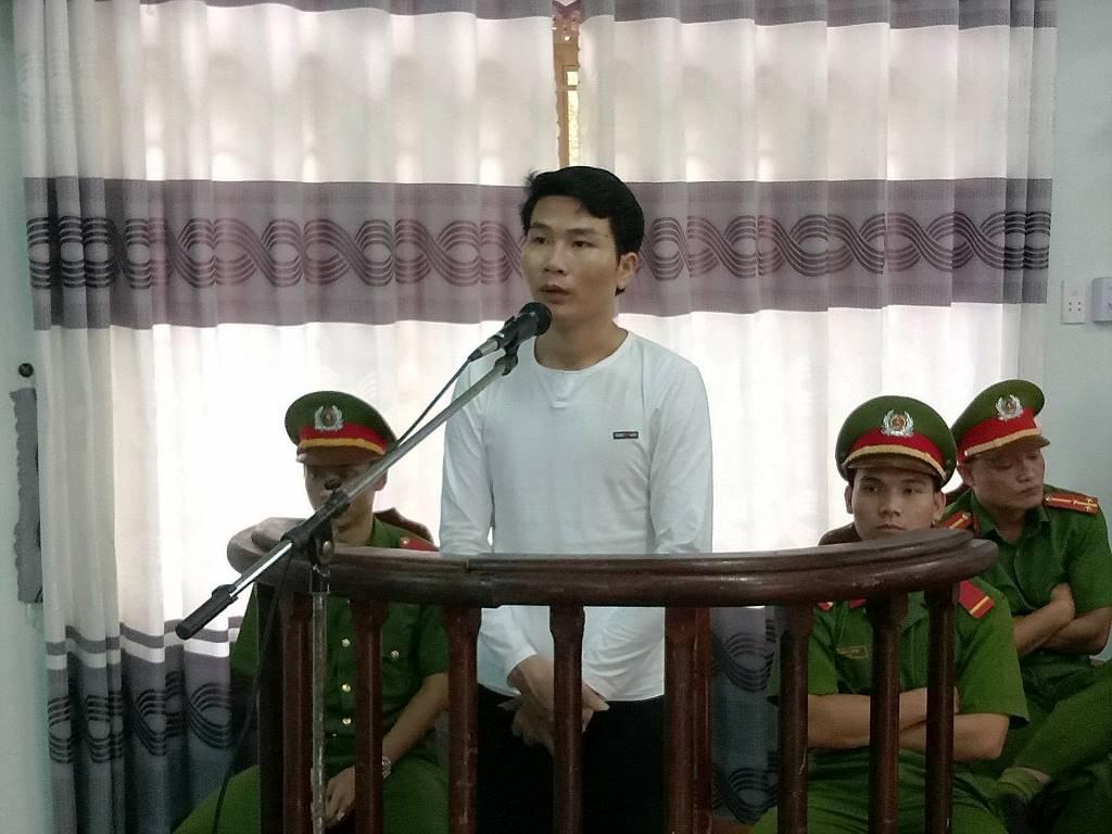 Bị cáo Phong tại phiên tòa. Ảnh: H.Q