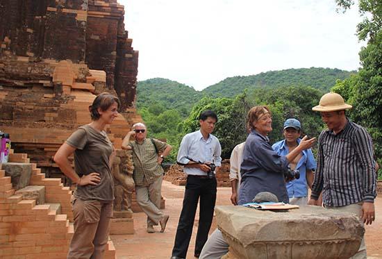 Các chuyên gia Ý trong một lần tham gia trùng tu di tích khảo cổ tại Khu di tích Mỹ Sơn. Ảnh: LÊ QUÂN