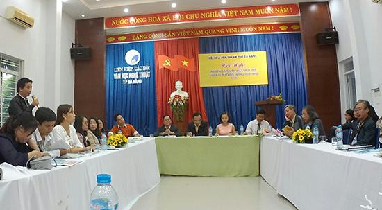 Tác giả trẻ Đỗ Tấn Đạt (Quảng Nam) tham gia thảo luận tại hội nghị. Ảnh: B.ANH