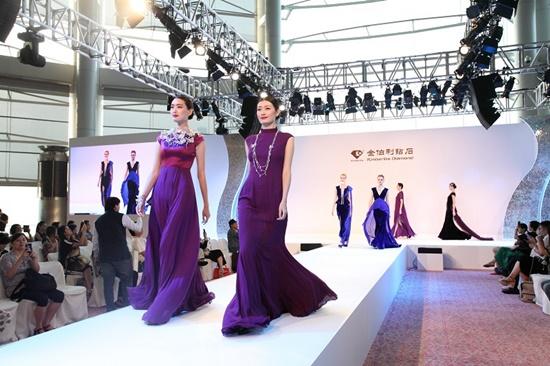 Trình diễn tại Hội chợ nữ trang quốc tế Hồng Kông