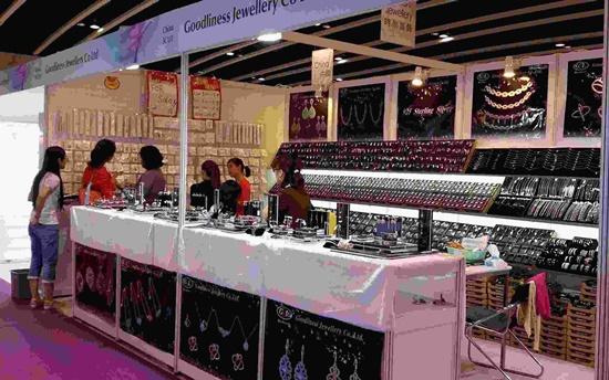 Các gian hàng tại Hội chợ nữ trang quốc tế