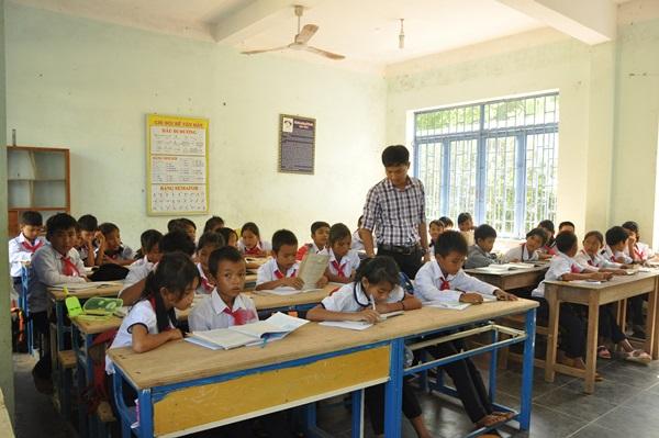 Nhiều học sinh vùng khó khăn, miền núi gặp khó khăn do không còn được thụ hưởng
