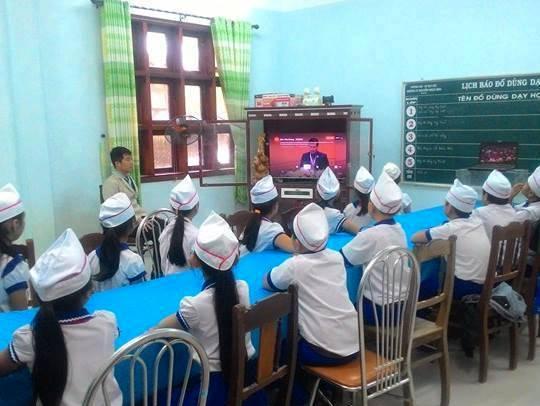 Các em đội viên huyện Đại Lộc theo dõi đại hội. Ảnh: facebook