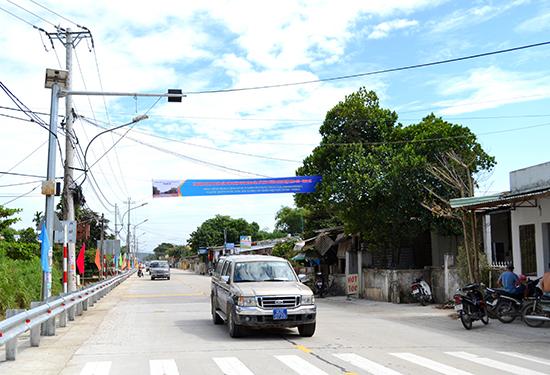 Cầu Giao Thủy hoàn thành đã kết nối thông suốt từ Nông Sơn qua Duy Xuyên, Đại Lộc và ra Đà Nẵng. Ảnh: C.TÚ