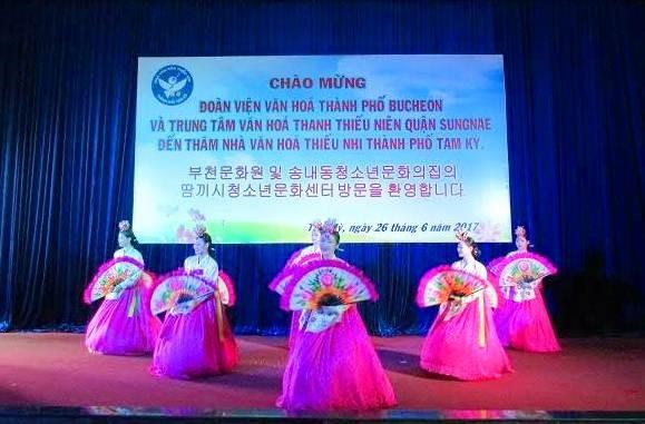 "Performance exchange program of the ""South Korean Days in Quang Nam"" event. Photo: quangnam.gov.vn"