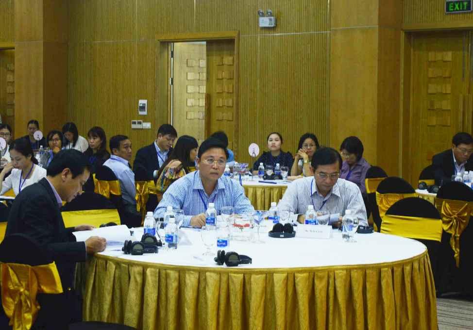 Phó Chủ tịch UBND tỉnh Quảng Nam - Lê Trí Thanh (giữa) tham dự hội thảo. Ảnh: Q.T