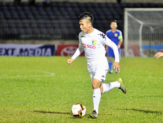 Cầu thủ nhận giải thưởng cầu thủ trẻ xuất sắc nhất V-League 2017 Quang Hải đã có màn trình diễn ấn tượng trong màu áo U23 Việt Nam.