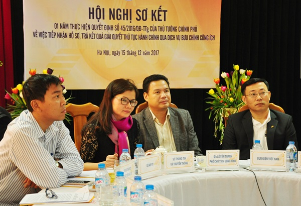 Tại điểm cầu Quảng Nam, Phó Chủ tịch UBND tỉnh Lê Văn Thanh cùng đại diện lãnh đạo sở TT&TT, Bưu điện tỉnh dự hội nghị. Ảnh: N,Đ
