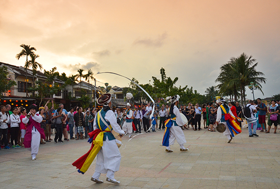 A traditional South Korean art performance in Hoi An in June 2017