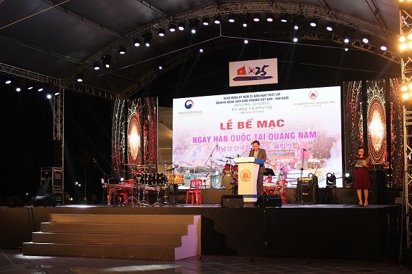 Mr. Dinh Hai gives a speech at the closing ceremony