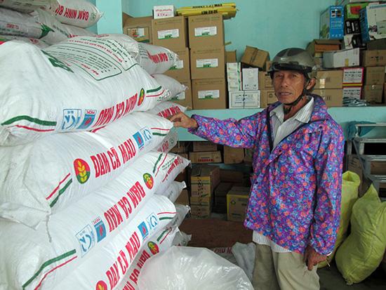 Giá phân bón tăng mạnh khiến nhà nông tốn thêm chi phí đầu tư cho sản xuất.  Ảnh: HOÀI NHI