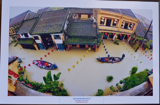 Boating in Hoi An ancient town in the flood season