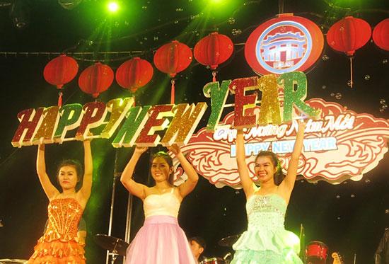 Chương trình đón chào năm mới 2017 tại Hội An.
