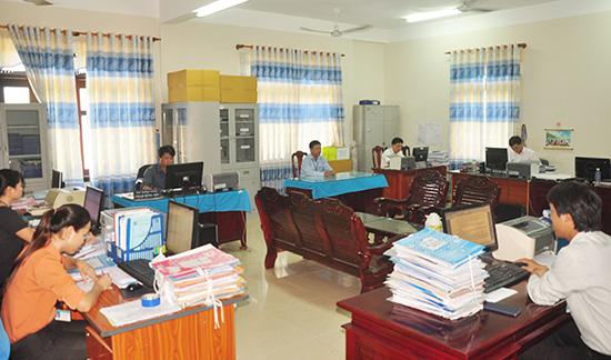 Đội ngũ cán bộ huyện Nông Sơn chấp hành nghiêm giờ giấc làm việc.