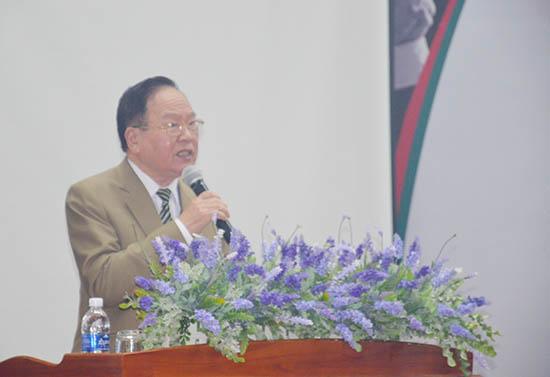 Thấy thuốc nhân dân Nguyễn Ngọc Minh phát biểu tại buổi lễ.