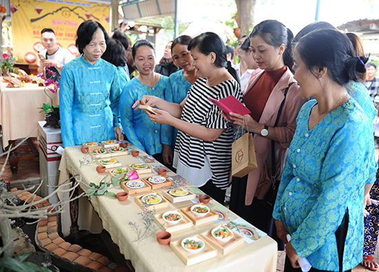Đưa đặc sản ẩm thực vào gốm, một hướng khởi nghiệp của hai thanh niên Nguyễn Viết Lâm và Lê Văn Nhật ở Hội An.