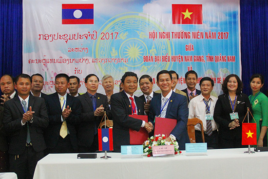 Annual conference 2017 on cooperation between Nam Giang and Dac Cheung districts.