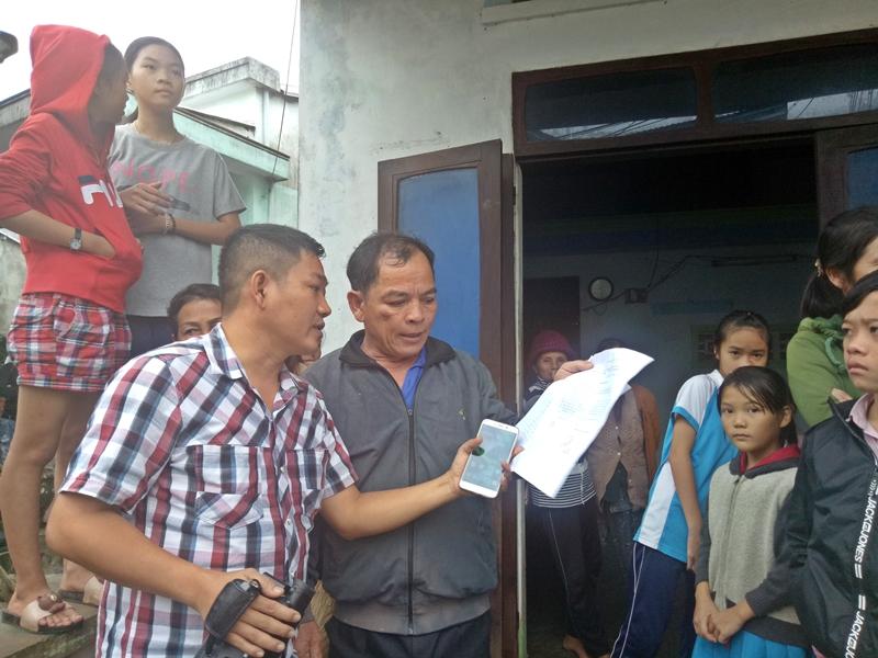 Gần 100 người dân Tam Quang (Núi Thành) tố cáo chuyện bị lừa đảo, chiếm đoạt tài sản. ẢNH: Đ.Đ