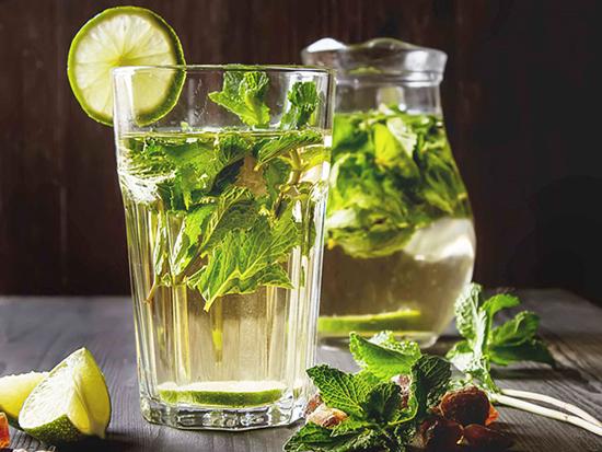 Uống nước lá bạc hà giúp kích thích tiêu hóa