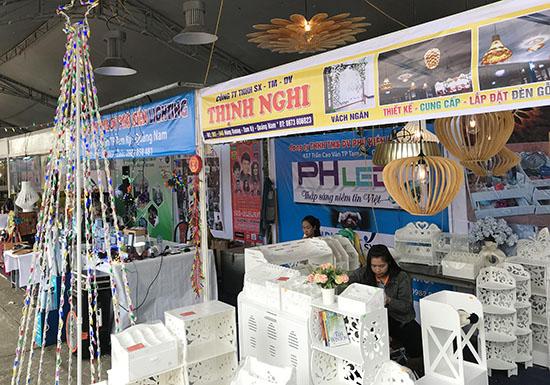 Gian hàng của Công ty Thịnh Nghi trưng bày tại Lễ hội mua sắm Quảng Nam 2017.