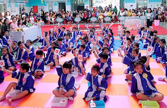 """Sinh hoạt giao lưu """"bé mầm non vui khỏe"""" góp phần tăng cường kỹ năng sống cho học sinh. Ảnh: C.N"""