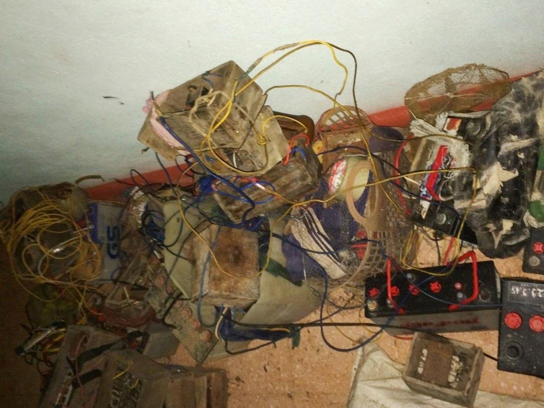 Số công cụ kích điện Công an huyện Nam Trà My thu giữ - Ảnh: Công an cung cấp.